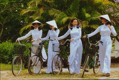 Picture: Vietnamese girls in Ao Dai